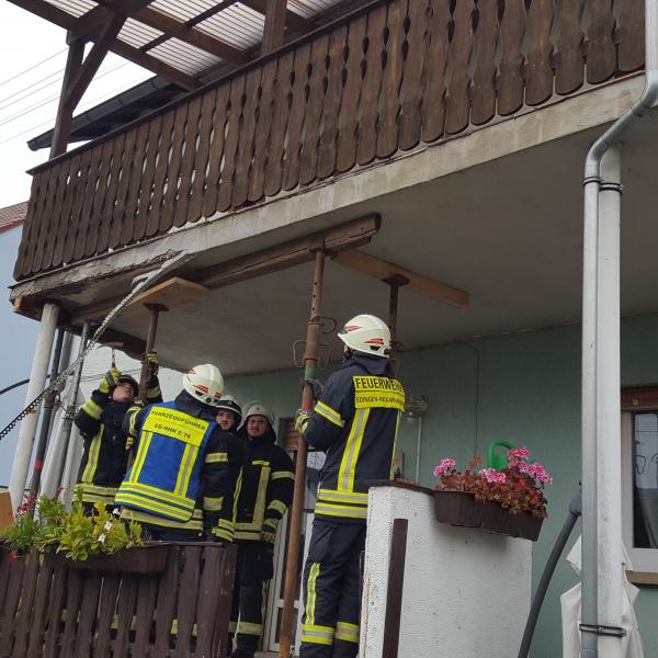 2017-11-11 Balkon droht herabzustürzen
